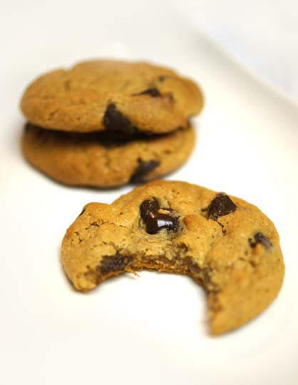 Flourless Peanut Butter Chocolate Chip Cookies | Detoxinista