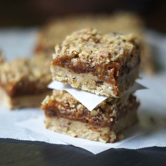 dating a raw vegan Apple sandwiches with date caramel + almond butter : serves 2 to 4 4 apples almond butter or other nut butter caramel: raw honey is very healthy, but not vegan.