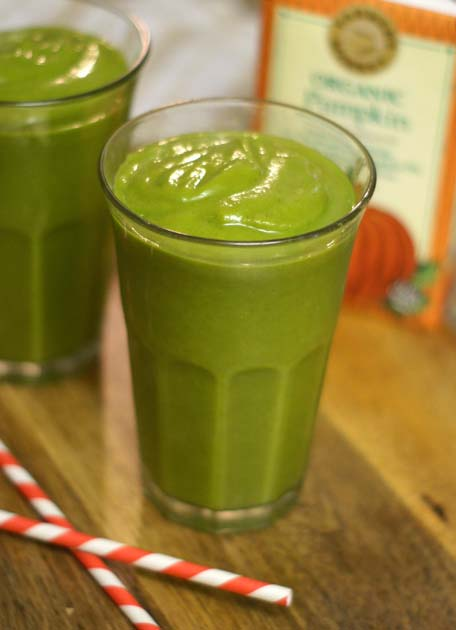 pumpkin spice green smoothie in a glass