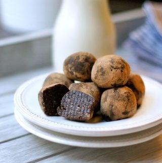 Raw Brownie Bites (Vegan, Paleo)