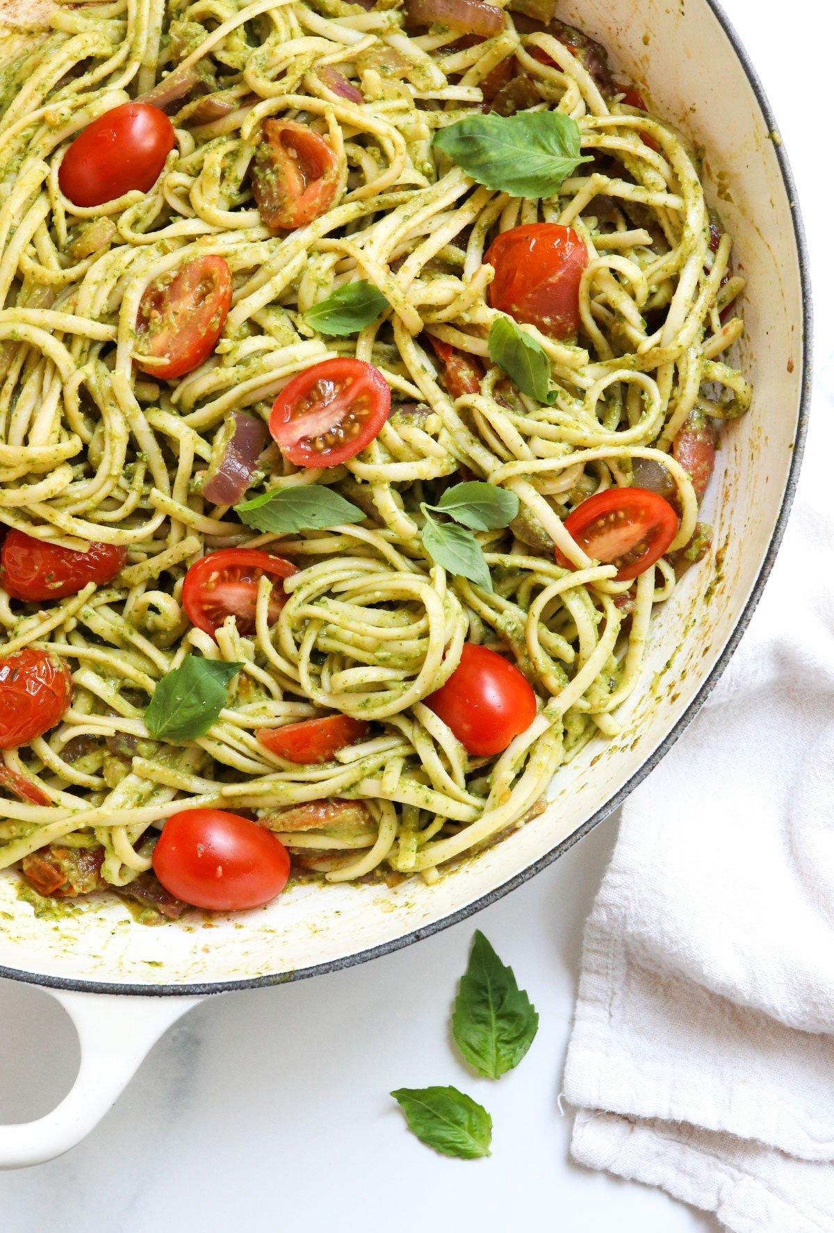 pesto pasta with tomatoes and fresh basil
