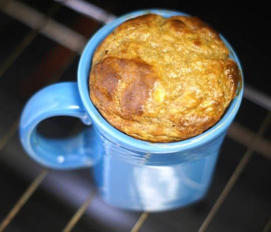 peanut butter banana cake in a blue mug