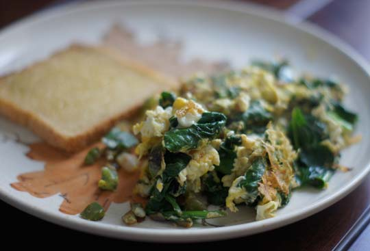 eggs with spinach and toast