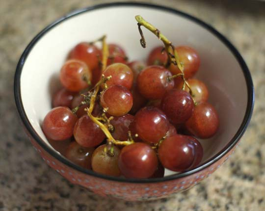 bowl of red grapes