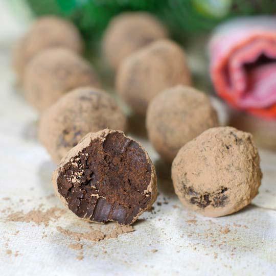 easy dark chocolate avocado truffles