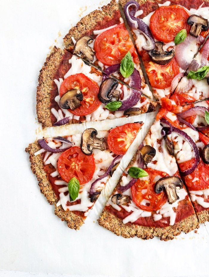 This VEGAN CAULIFLOWER PIZZA is naturally grain-free, dairy-free, and egg-free. I love how easy it is to make using FROZEN cauliflower rice and ground flax seeds for a healthy pizza night! #vegan #glutenfree