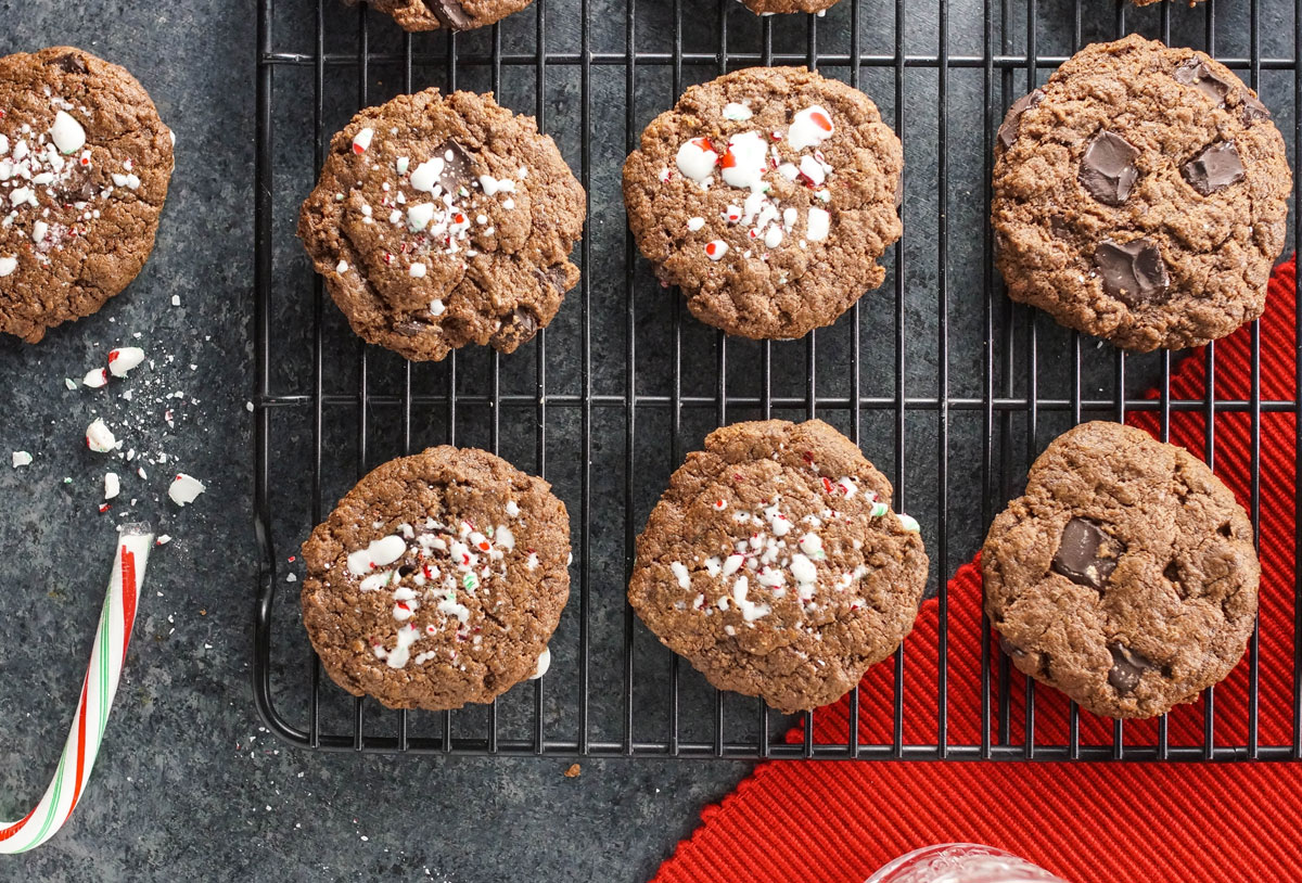 Paleo & Vegan Mint Chocolate Cookies | Detoxinista