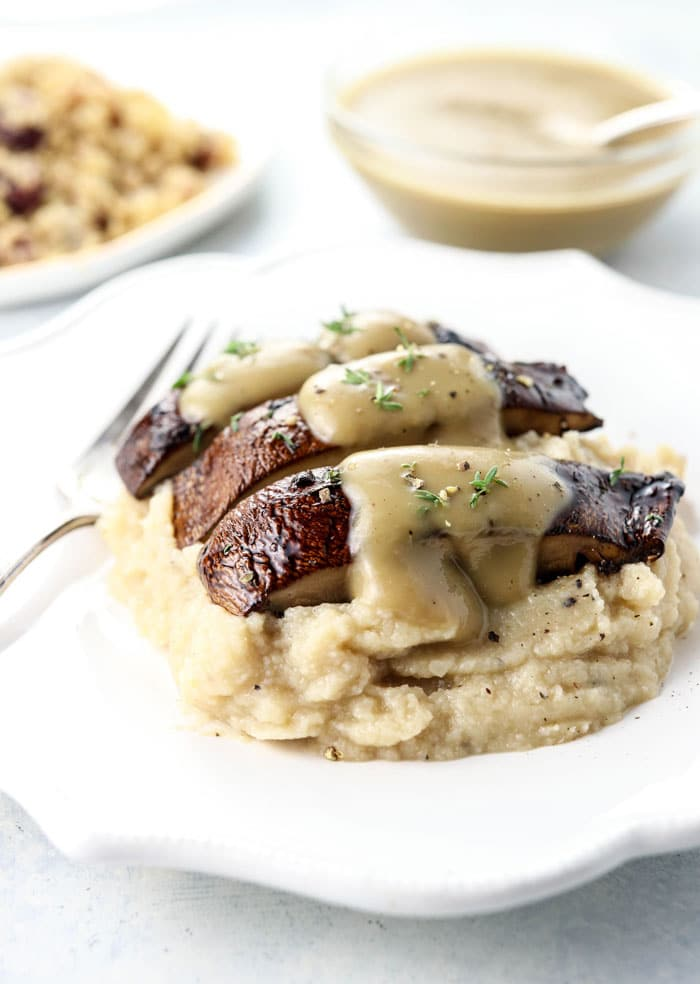 portobello mushrooms with mashed cauliflower and gravy