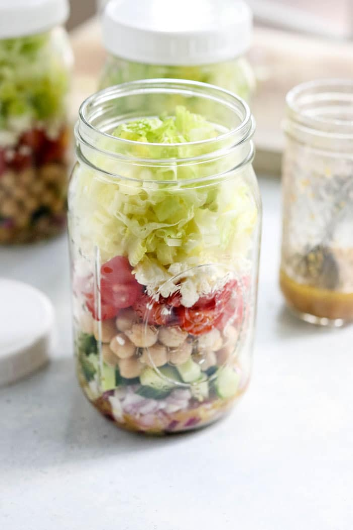 mason jar salad with chickpeas