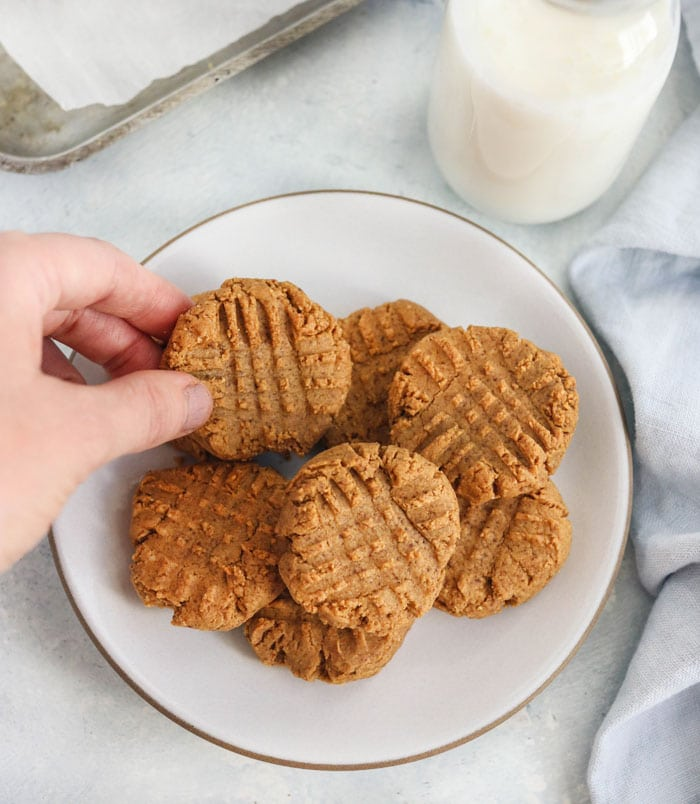 These 4-INGREDIENT PEANUT BUTTER COOKIES are easy to make and have the best flavor! I love that they are gluten-free and can be made without eggs. #peanutbutter #glutenfree