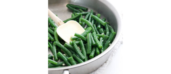 finished green beans in pan