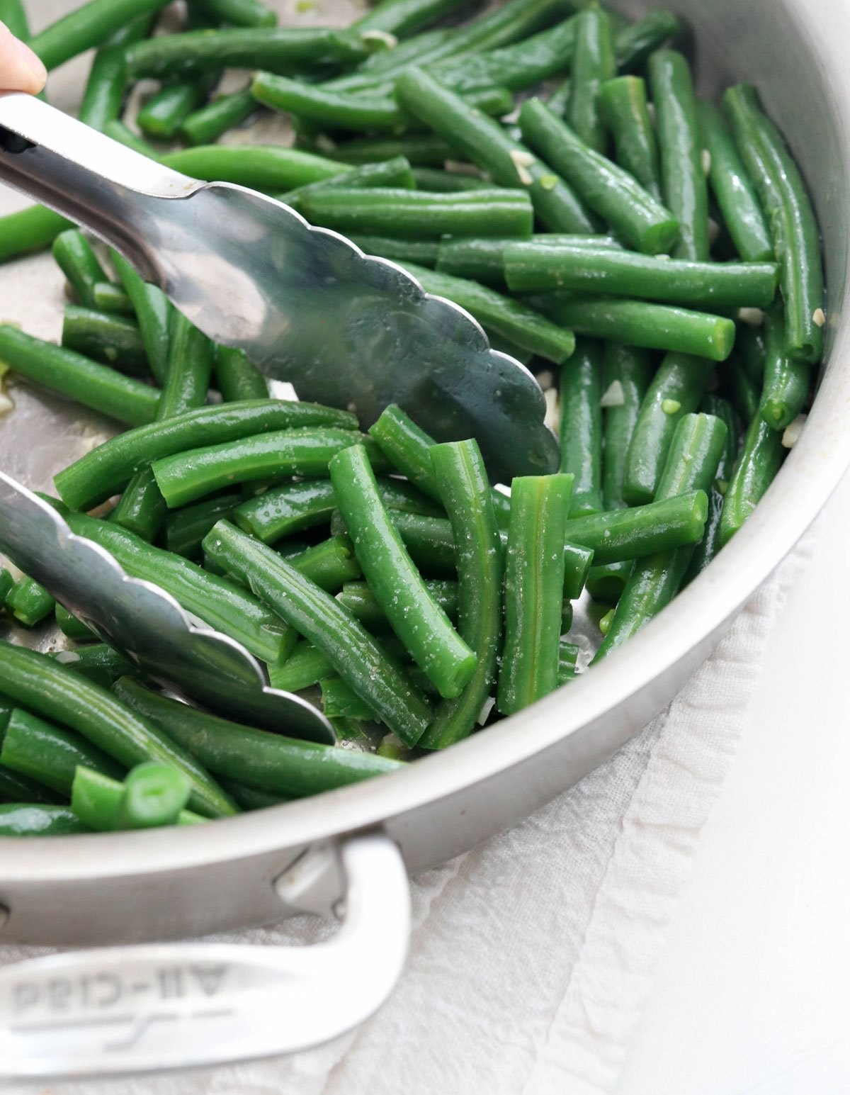 sauteed green beans in pan