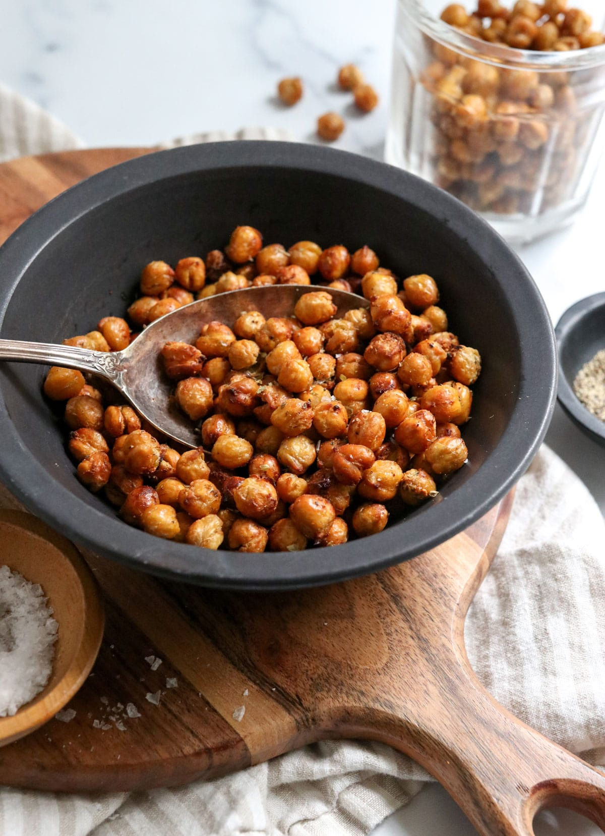 air fryer chickpeas in black bowl with spoon