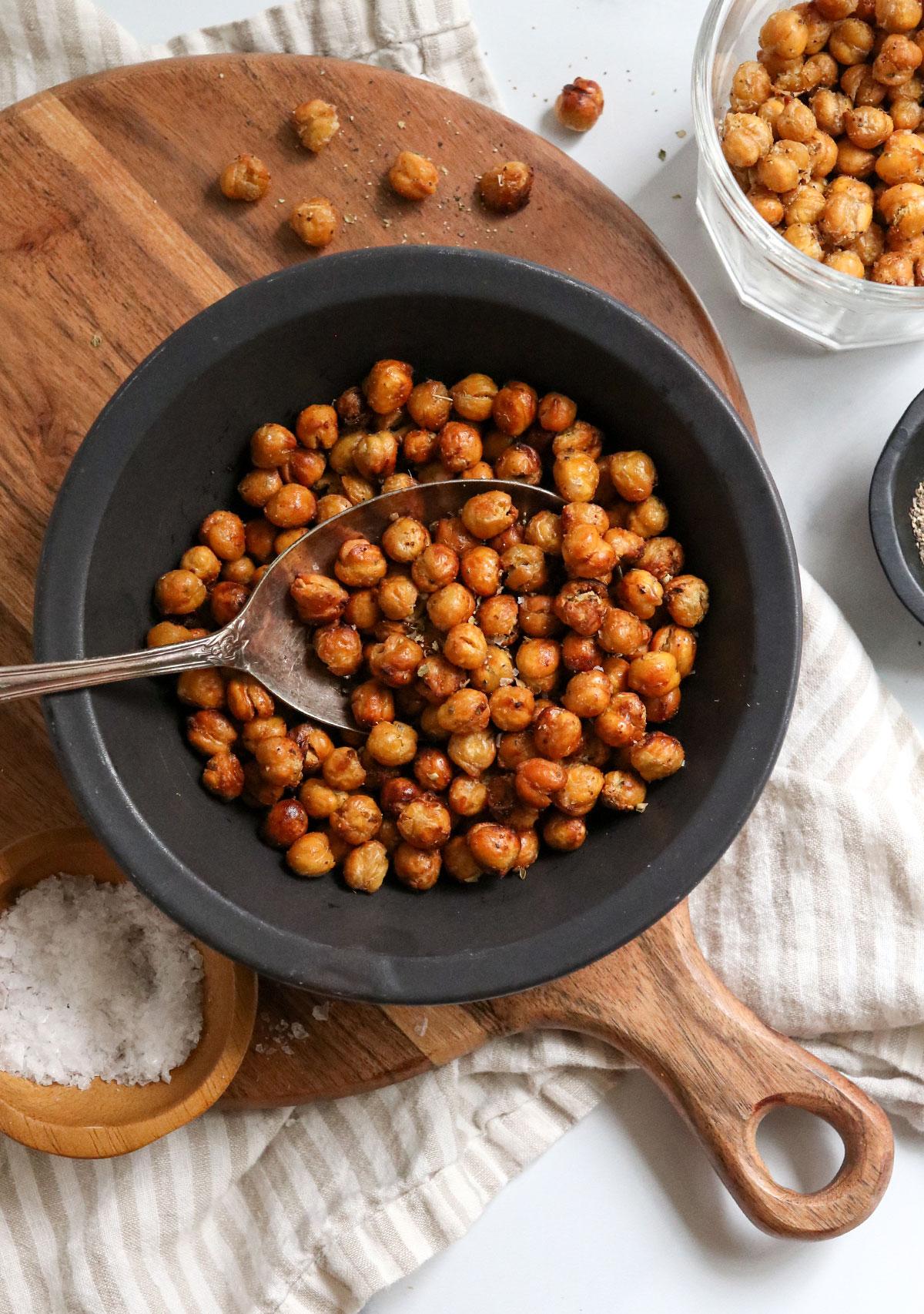 crispy air fryer chickpeas overhead in bowl
